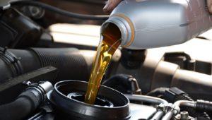 Сколько в среднем стоит замена масла в двигателе