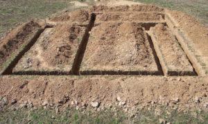 Сколько стоит выкопать траншею вручную